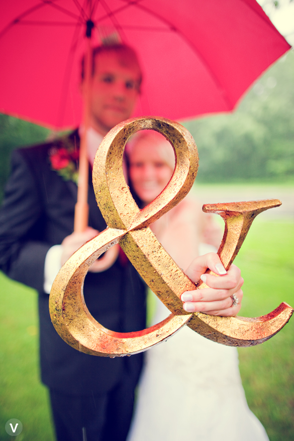 wedding photos valo photography ampersand symbol