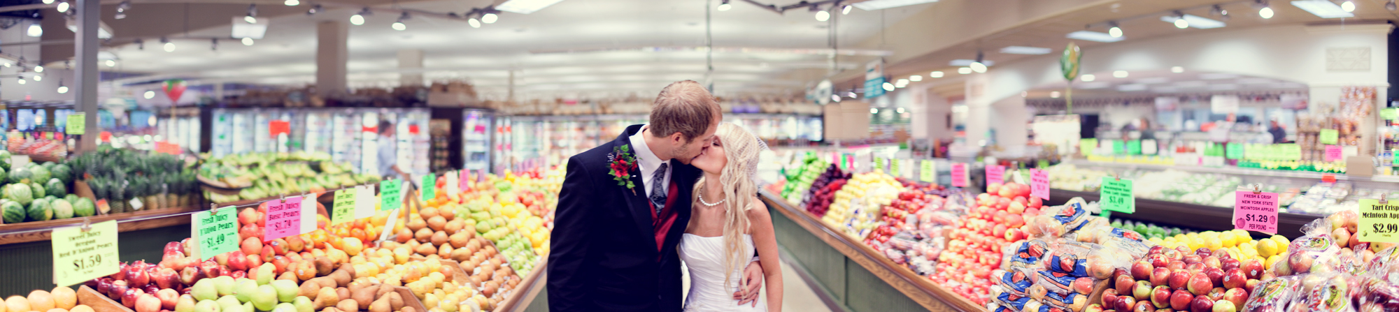 wedding photos valo photography grocery store panaramic